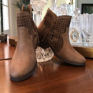 Shoes - Camel Booties NWT